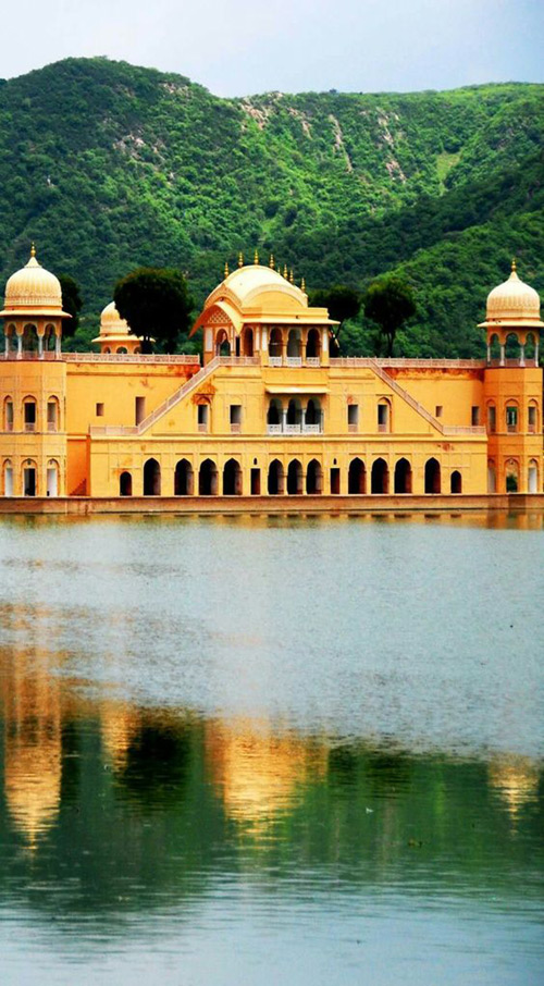 The-Amazing-Water-Palace-in-Jaipur,-Rajasthan,-India.jpg