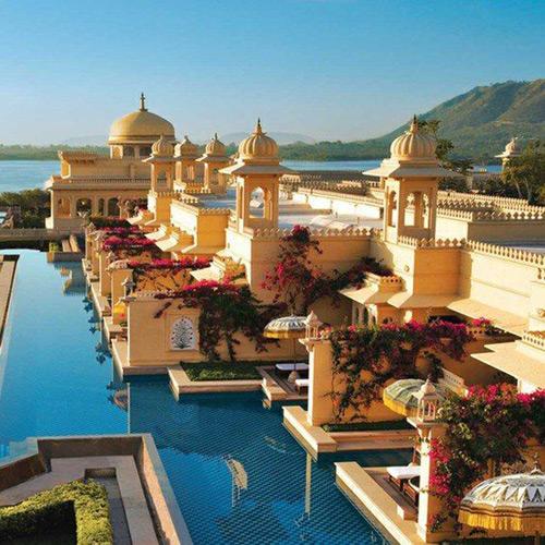 湖宫酒店---乌代布尔---印度。.jpg